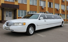 Лимузин на 8+1 мест Lincoln Town Car Classic.